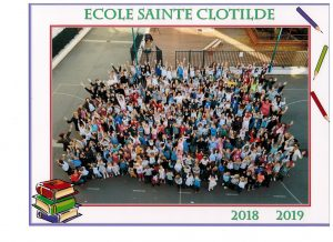 La photo des enfants et adultes de Sainte Clotilde